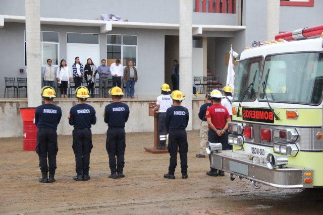 Bomberos de Huajuapan realizan ceremonia de incineración de Equipo de Protección Personal