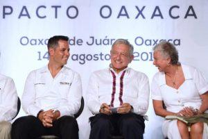 AMLO firma Pacto por Oaxaca; van proyectos estratégicos, interoceánico, inversión privada…y los pueblos