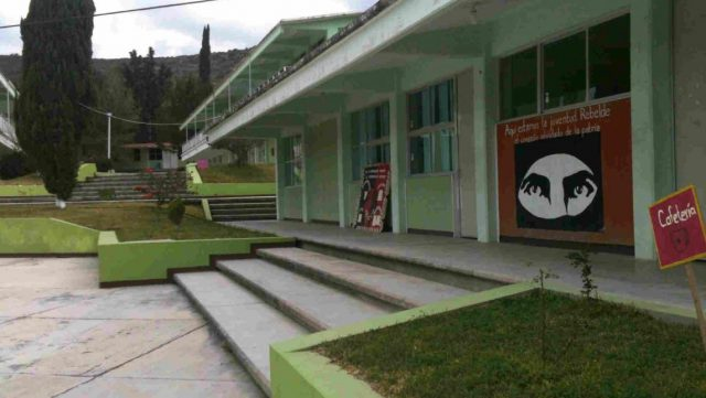 Violan a tres en normal de Tamazulápam