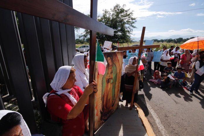 Convierten Congreso de Oaxaca en recinto religioso contra el aborto