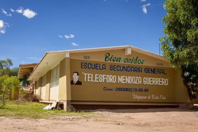 Ayuntamiento cumple con la construcción de barda perimetral de la escuela secundaria Telésforo Mendoza