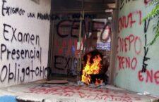 Normalistas vandalizan instalaciones de la SEP en Oaxaca, repiten su estrategia
