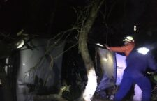 Vehículo se sale de la carretera en Tlaxiaco; conductor resultó herido