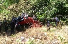 Deja dos lesionados volcadura de camioneta en Tamazulápam