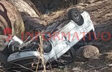 Volcadura de camioneta deja un muerto en Putla
