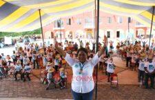 Apoyo total al campo, dispensario médico y fortalecer a la policía, compromisos de Sarahú Peñaloza con Santiago Huajolotitlán